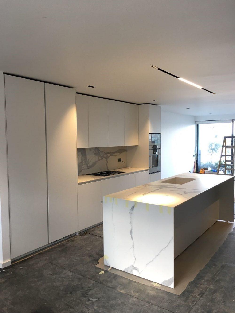 Cucine di lusso moderne progetto con binova mantis blua - Montaggio top cucina ...
